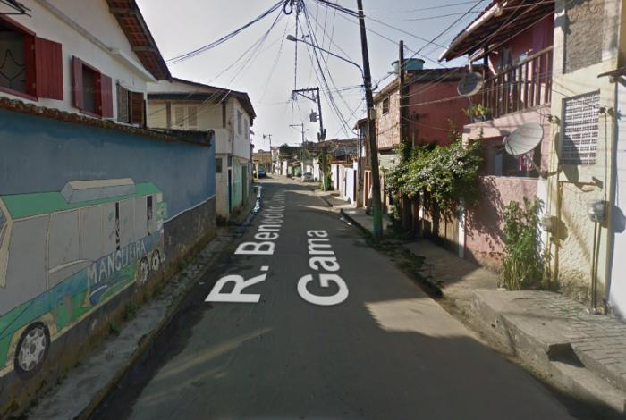Motociclista e garupa passaram atirando na Rua Benedito Domingos Gama