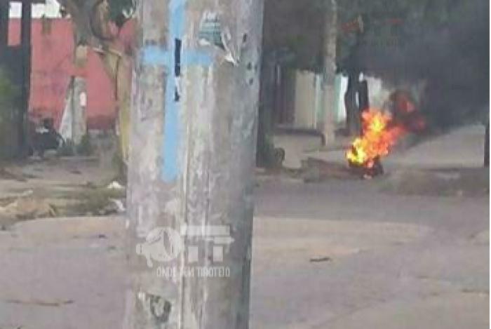 Barricadas são queimadas durante operação do Bope em Senador Camará