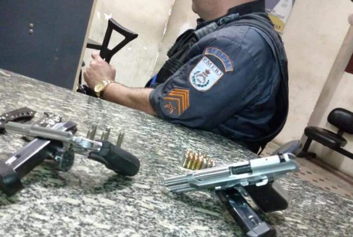 Armas apreendidas com o criminoso