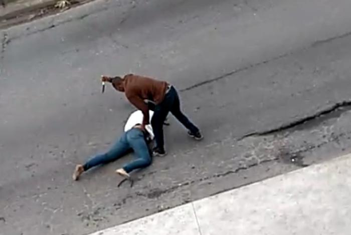 Mulher foi esfaqueada na pista sentido Centro da Avenida Brasil, próximo ao Mercado de São Sebastião