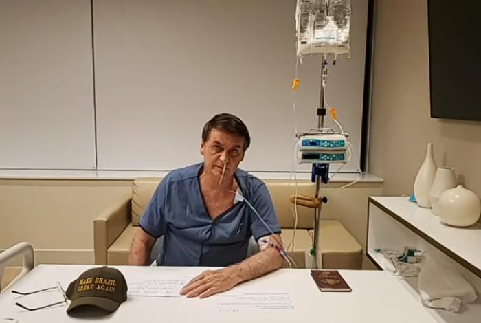 Bolsonaro fez transmissão do hospital em sua página no Facebook