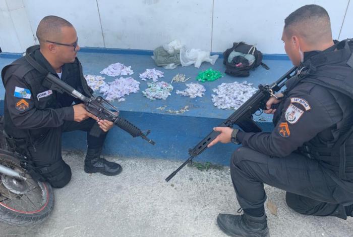 Na ação, militares apreenderam drogas