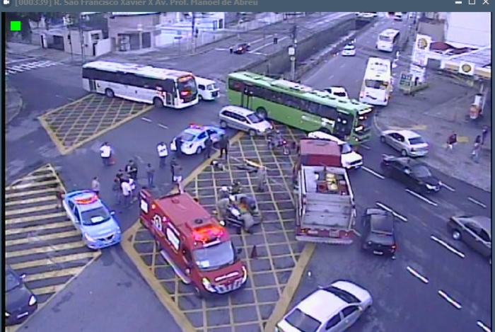 Acidente aconteceu no cruzamento da Rua Professor Manoel de Abreu, sentido Centro, com a Rua São Francisco Xavier, sentido Tijuca