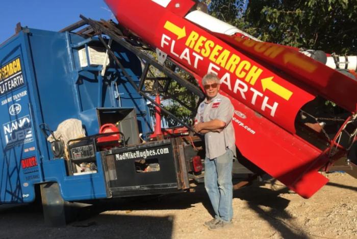 Mike Hughes construiu o próprio foguete para provar teoria