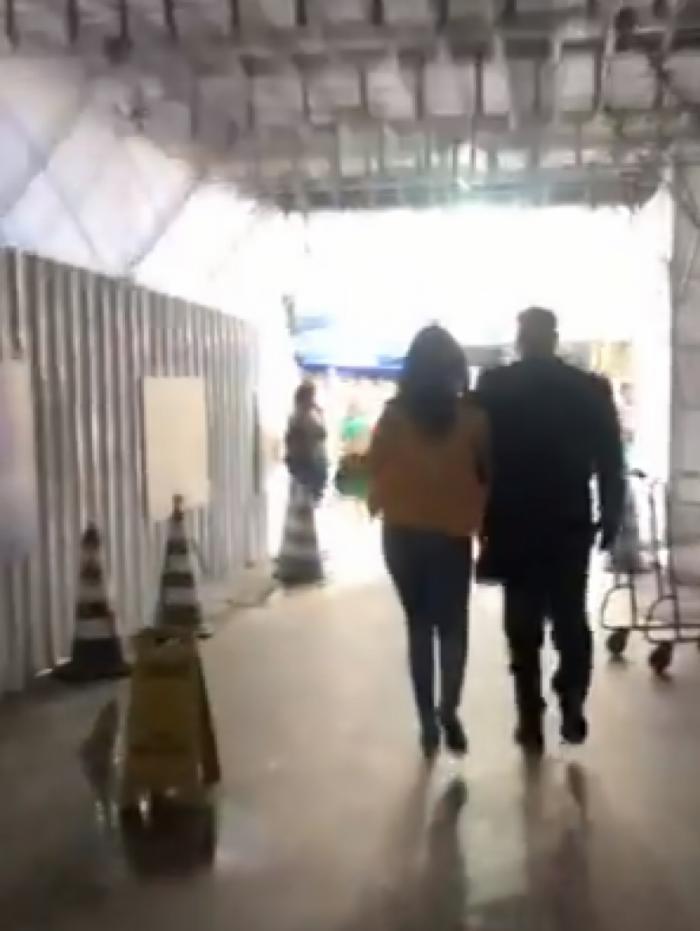 Mulher foi conduzida por seguranças do shopping