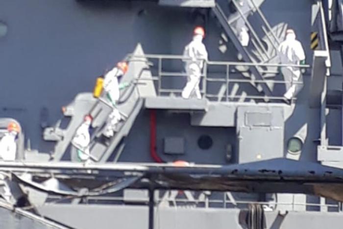 Companhia de Defesa Nuclear, Biológica, Química e Radiológica da MB desinfectando o navio