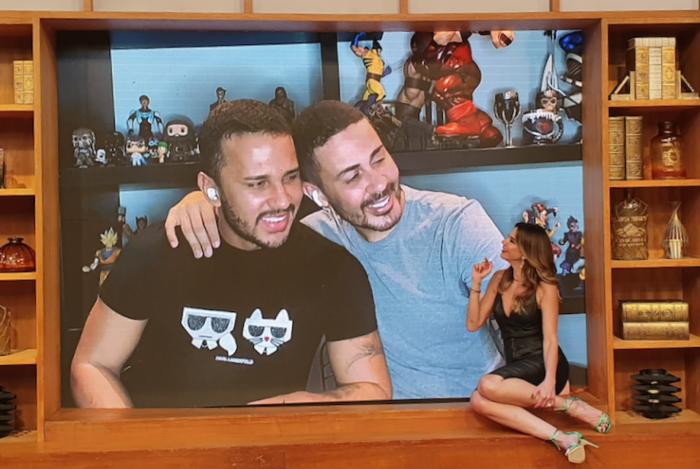 Carlinhos Maia e o marido, Lucas, participam do Luciana By Night através de live