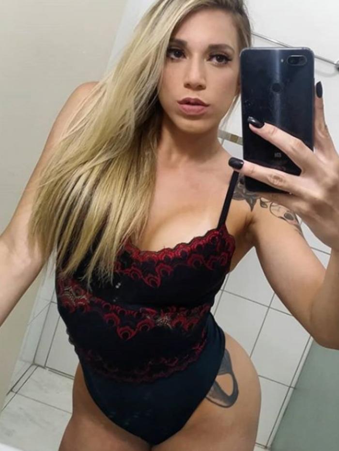 Larissa Franco é musa do Santos