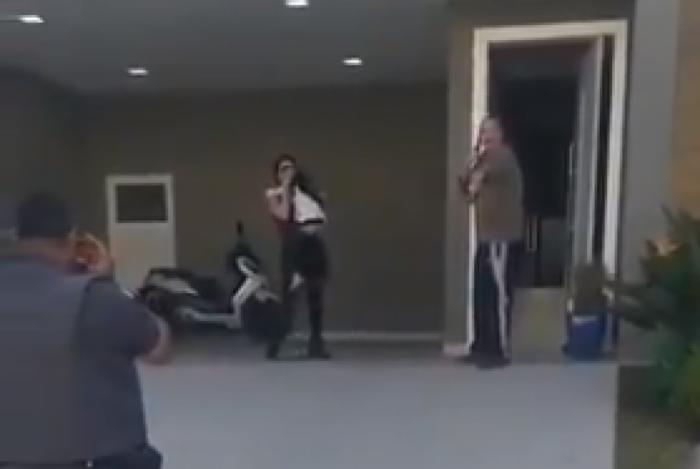 Morador de Alphaville xinga e ameaça policiais
