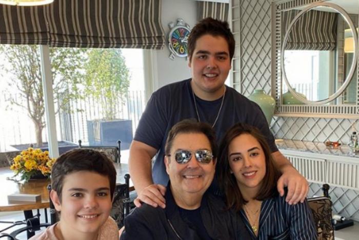 Fausto Silva e os três filhos
