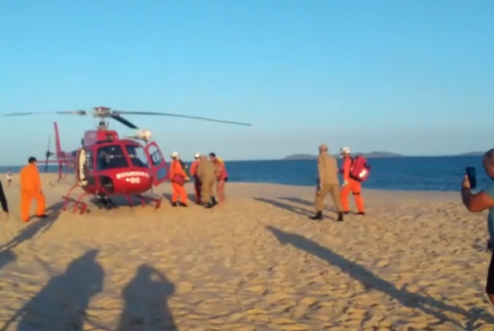 Resgate de 3 crianças vítimas de afogamento na Praia de Itaipuaçu