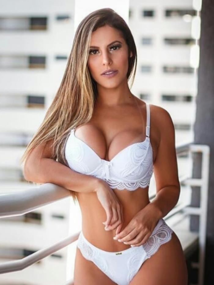 Gabriela Poles