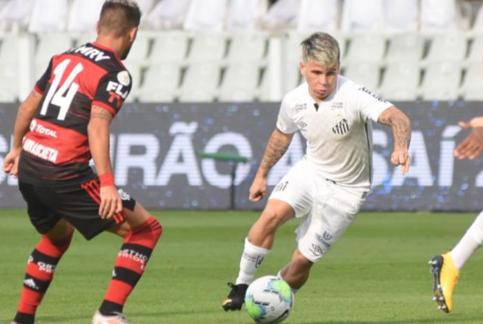 Gabigol decide e Flamengo derrota Santos em jogo marcado por interferências do VAR