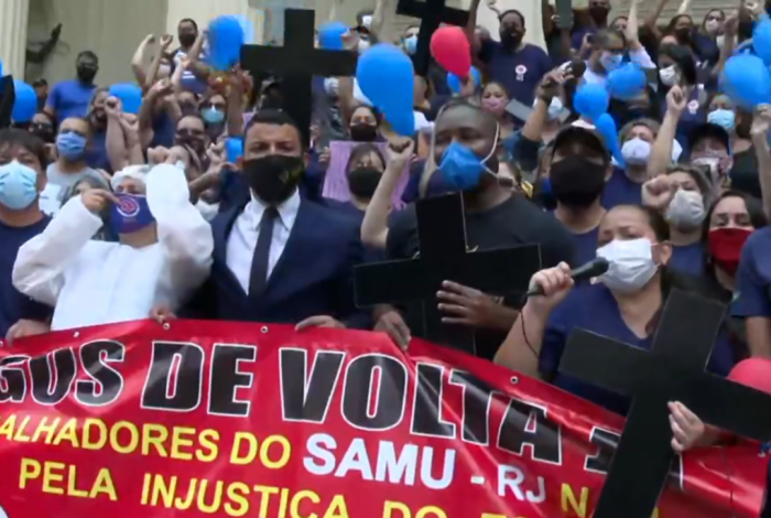 Ex-funcionários do SAMU fazem protesto na frente da Alerj