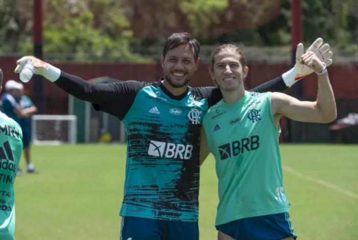 Diego Alves ao lado de Filipe Luís