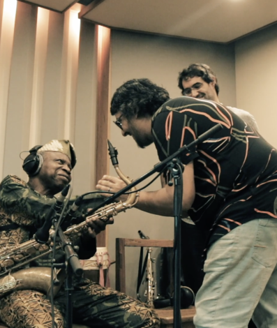 Banda Abayomy lança música em parceria com nigeriano Orlando Julius